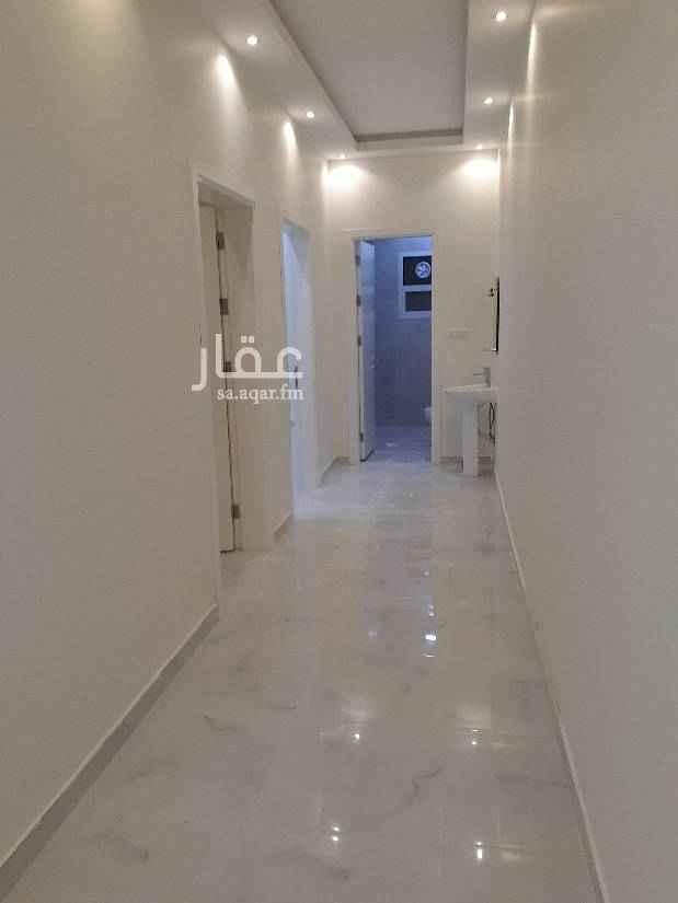 1588429 شقه بفيلا جديده للايجار ب حى اليرموك قريبه من طريق الدمام تتكون من  3غرف وصاله و٢ حمام دور اول