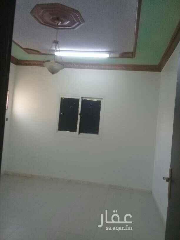 1635012 شقه ٣غرف وصاله ٢حمام مطبخ راكب الدور الثاني حي الخليج خلف مسجد بلال السعر ١٤ الف