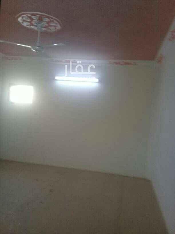 1635151 شقه ٣غرف وصاله ٢حمام مطبخ مع السطح حي الخليج خلف بلال ااسعر ١٥ الف