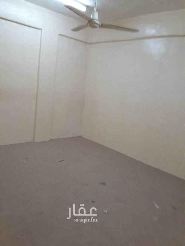 1734211 للإيجار شقه عوايل بالثقبه ٣ غرف وصالة مطبخ حمامين  الدور الأول السعر ١٢٠٠٠ الف