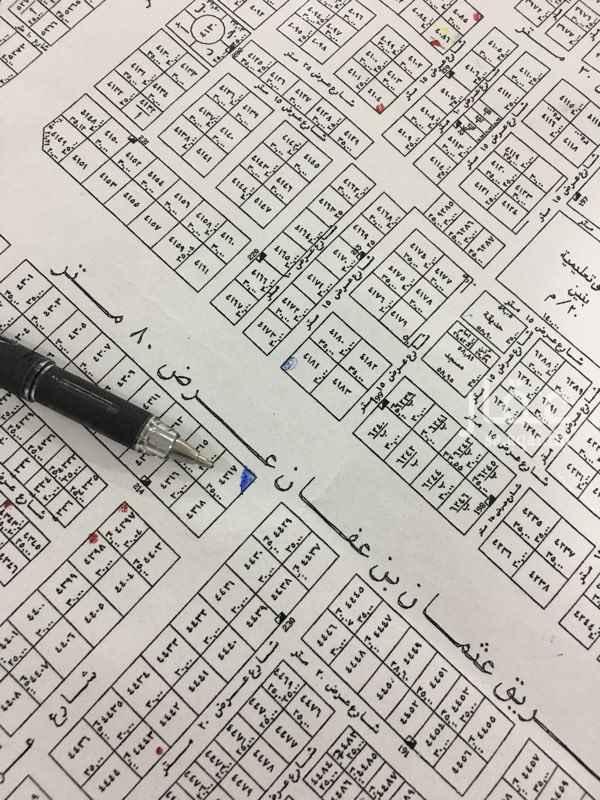 1719275 للبيع ارض تجارية زاوية في حي النرجس الكيلو الخامس الغربي   المساحة : 1225 الشارع : 80 غربي و 30 جنوبي الاطوال : 35 * 30