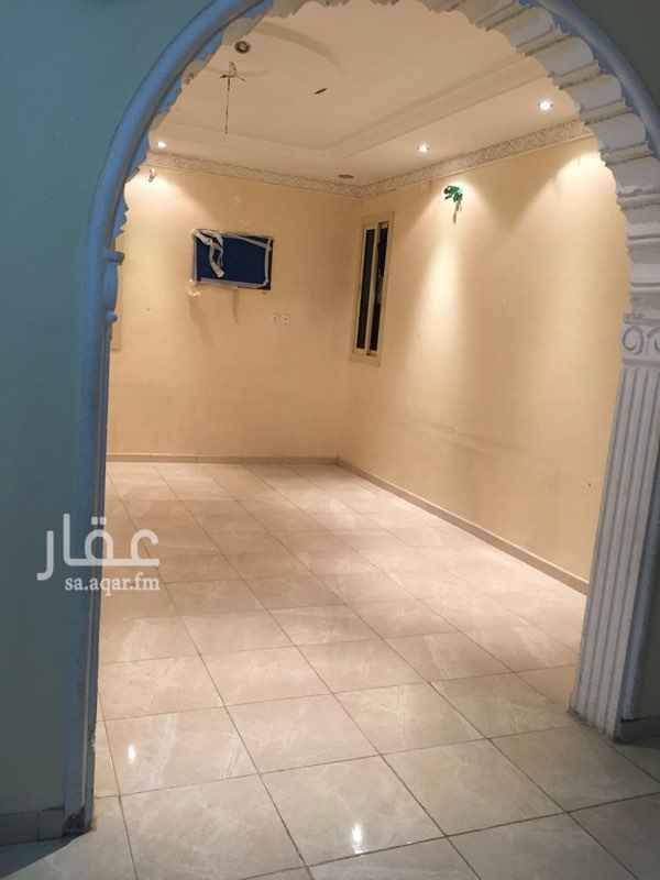 1402950 شقة في حي الشهداء مكونة من أربع غرف و صالة و مطبخ مدخلين وتوجد شقة خمسة غرف ولكن لا توجد الصور  وتجديد البوية للمستاجر