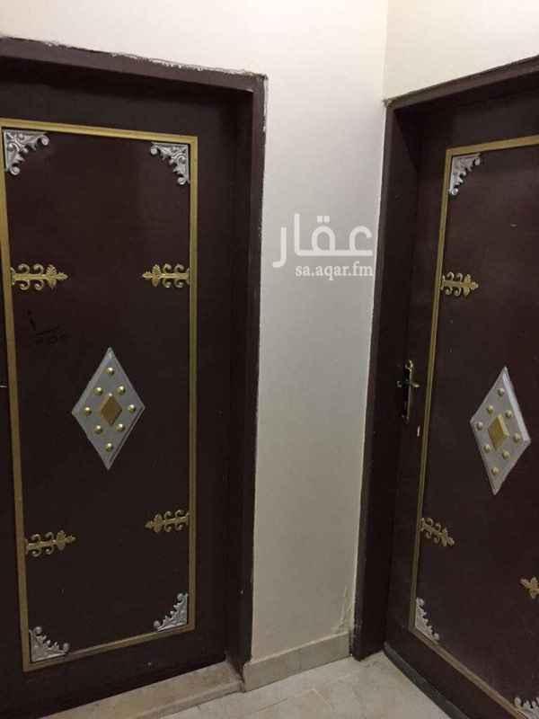 1583819 شقة عوائل للايجار .. الرياض ،  حي الرمال شارع البساله الدور الثاني مدخلين 3 غرف وصاله ومطبخ راكب نظيفة وقريبه من الخدمات ب 16000 الف مع امكانية الدفع الشهري للتواصل 0555038551
