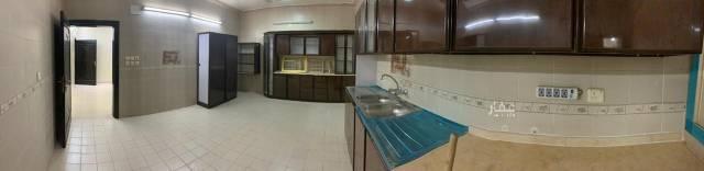 1814485 يوجد شقة 4 غرف وحمامين وصالة ومطبخ كبير دور أرضي بوية محددة بالكامل في المحمدية بين الشوقية والشافعي في موقع مرتفع وقريب جدا من الخدمات .  الايجار السنوي 20 ألف غير قابل للتفاوض يشمل الماء ودولاب المطبخ. الرجاء التواصل على الواتس