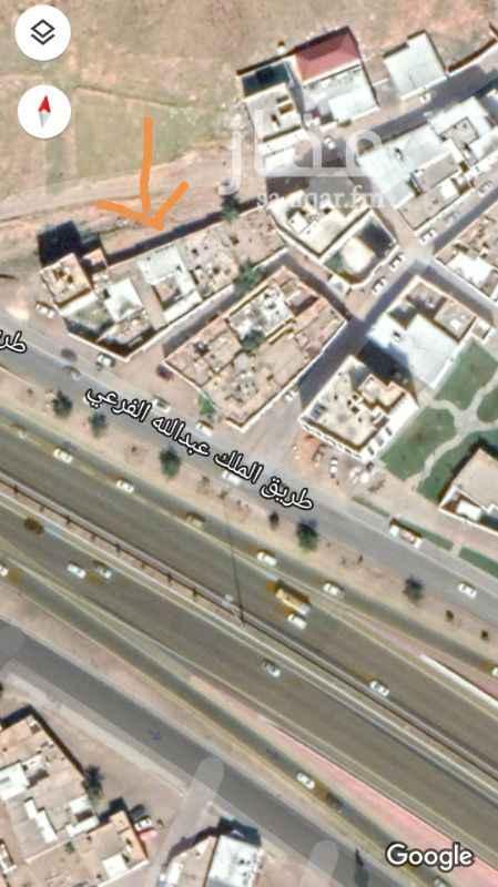 1618570 بيت في جبل أحد درجة ثانية من طريق الملك عبدالله في منطقة مرتفعة  البيت مؤجر على شارعين ١٥م وشارع ٦م