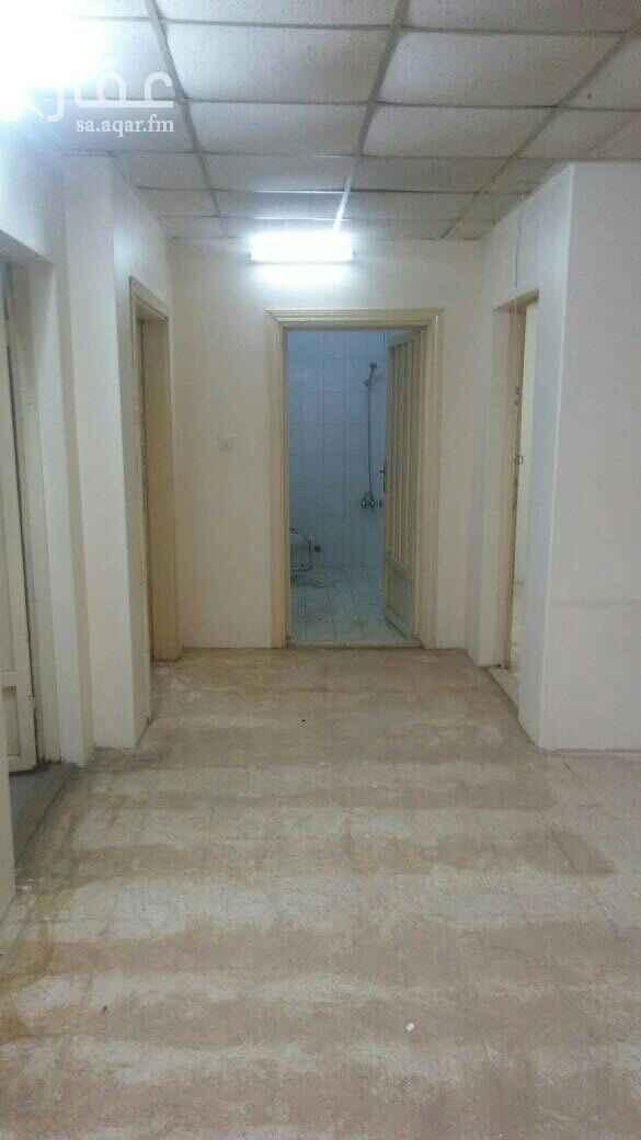 1645639 ملحق علوي يتكون من غرفتين وصاله ومطبخ وحمام مع سطح
