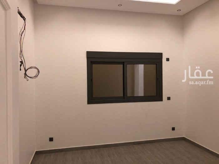 1450212 الموقع غير دقيق  فيلا للبيع درج بالصالة وشقة في حطين   المساحة 420م  الواجهة 15 شمالي  المواصفات: الواجهة اندلسية, فيها ملحق خارجي والدور الارضي:  استقبال كامل ومصعد ,  الدور الأول : 4 اجنحة +اوفس +صالة, و السطح: صالة وجلستين خارجية وعرفة خادمة وغرفة غسيل , والشقة: 3 غرف وصالة  السوم 2,650,000 ريال