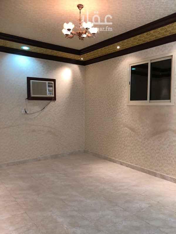 1768947 غرفتين نوم ومجلس ومقلط وصاله وثلاث حمامات ومطبخ ومخزن وبالسطح غرفه مع حمامه