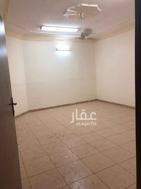 1504575 شقة علوية دور ثالث  يوجد به ثلاث غرف واسعة وصالة ومطبخ راكب و عدد ٢حمام