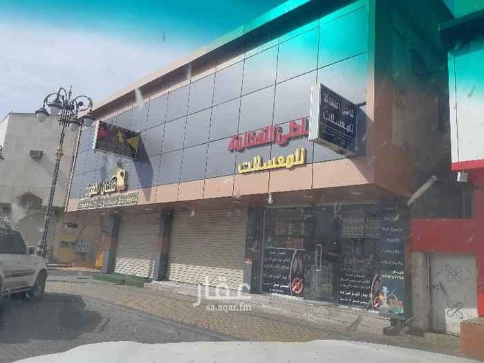 1466652 عمارة تجارية حي سلطانه تفتح على قصر الامير فهد مكونه من ٣محلات و٥ غرف عزاب  دخلها حاليا ٣٨٠٠ فيه محل فاضي و٣ غرف  مطلوب ٥٥٠٠٠٠