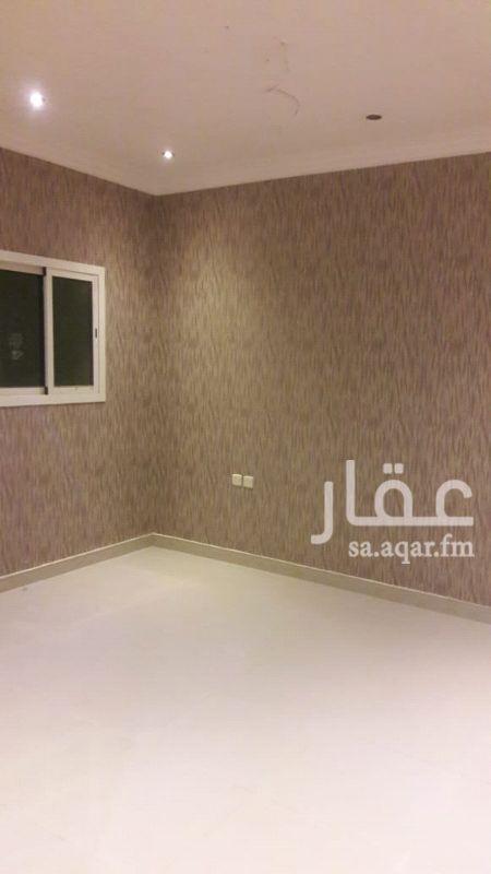 1118477 شقة شبه جديدة ( غرفتين وصالة و٢ حمام ومطبخ راكب جديد ومكيفات اسلبت جديدة وسطح خاص )