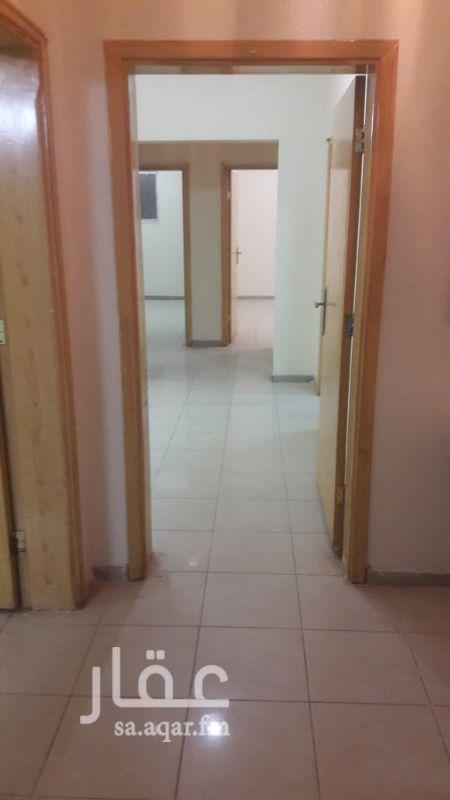 1118525 شقة نظيفة بالدور الاول ( ٣غرف وصالة و ٢ حمام ومطبخ راكب )