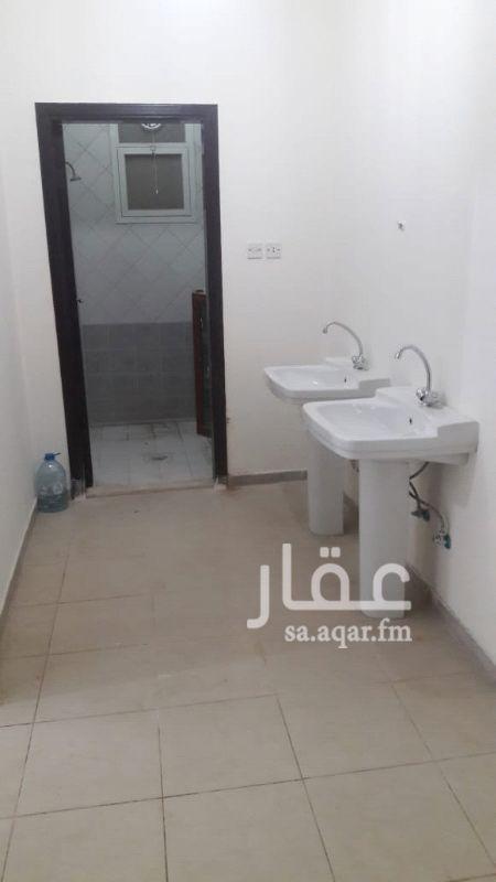 1118534 شقة نظيفة بالطابق الأول    ٣ غرف وصالة و ٢ حمام ومطبخ راكب
