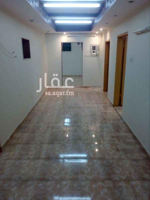 1170509 شقة نظيفة بفيلا بالسطح ومداخلها مستقل تتكون من( ٤ غرف وصالة و ٢ حمام ومطبخ راكب ومعها سيب صغير )