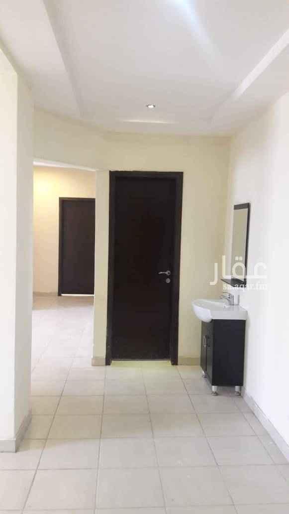 1468576 شقة شبه جديدة مكونة من ٣ غرف وصالة و٢ حمام ومطبخ راكب عمارة فيها مصعد وقريبة من مدارس وحولها جميع الخدمات .