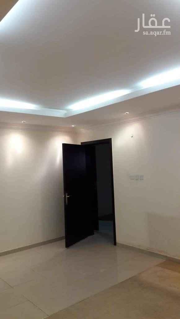 1567558 شقة أرضية نظيفة مكونة من ٣ غرف وصالة و٢ حمام ومطبخ راكب ومكيفات راكبة وعداد كهرباء مستقل .