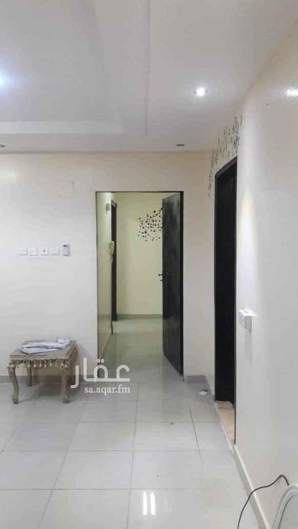 1646064 شقة نظيفة مكونة من ٣ غرف وصالة و٢ حمام ومطبخ راكب ومكيفات راكبة  .