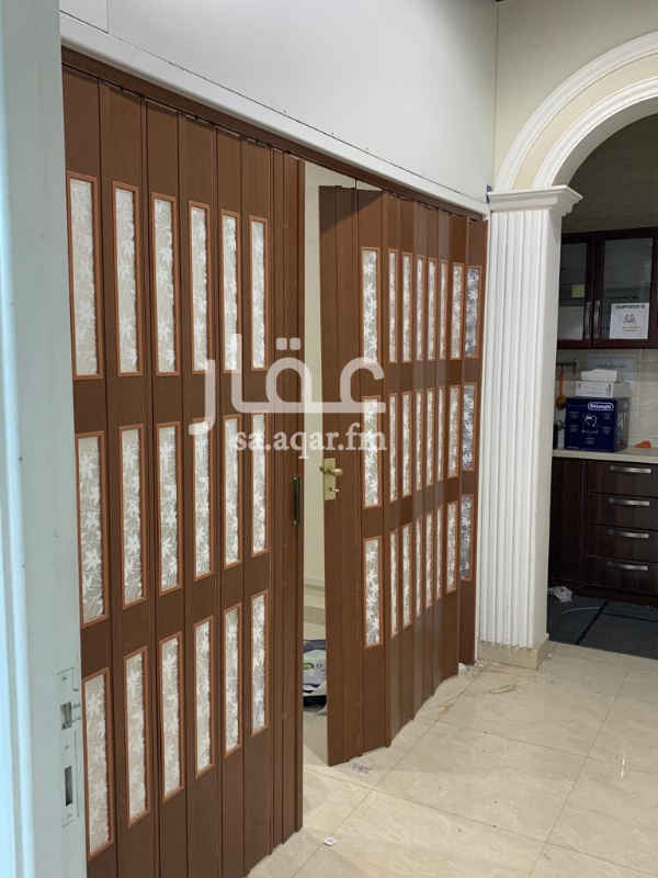 1558244 مكتب للتقبيل في شارع خالد بن الوليد بمجمع التميمي ايجار المكتب ٤٧ الف ريال  مساحة المكتب ١٣٠ متر مربع