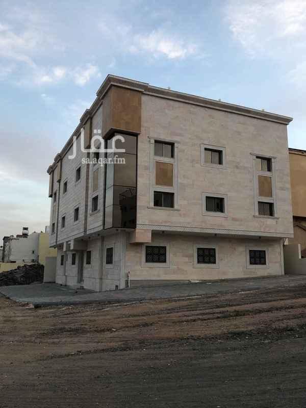 1338323 تتكون من 6 شقق  الشقه ثلاث غرف وصاله ومجلس 3 دوراة مياه  يوجد مصعد  ع شارعين
