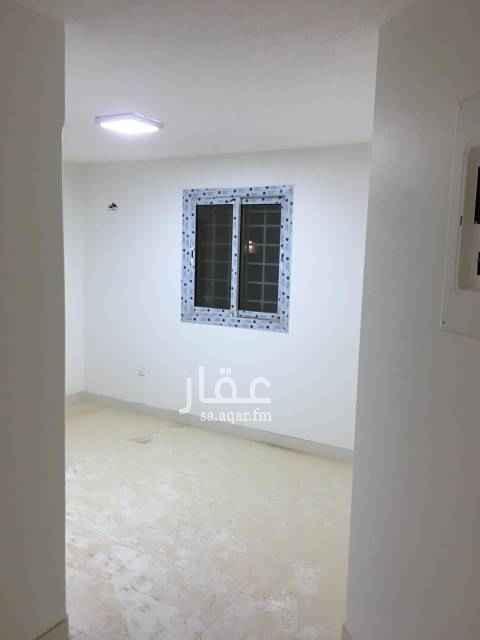 1567481 مكتب للايجار دور ثاني مدخل (عدد 2 غرفة/ مطبخ/ دورة مياة) على طريق الملك عبدالعزيز