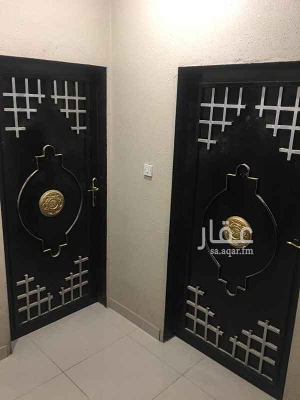 1262853 شقة في حي العارض  1مجلس 4 غرف  2 دورات مياه 1 مطبخ   وتم رش بويه جديده     باقي تفصيل الاستفسار عند الاتصال