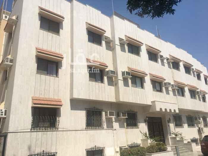 898570 شقة واسعة بحي الرويس بجوار هيفا مول وشارع فلسطين أرضيات رخام مكونة من ثلاثة غرف نوم وصالة الإيجار السنوي ٣٠٠٠٠ ريال