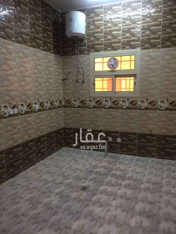 1644451 للايجار شقتين في الرمال  تتكون شقه  ٣ غرف +صاله+مطبخ +دورتين مياه    وتتكون الشقه  الثاني  من غرفتين +صاله+مطبخ+ دورتين مياه +صطح خاص للشقه  والمقع يبعد عن المسجد الجامع ١٠٠ متر  للتواصل  ٠٥٥٥٤٨٩٢٩٨