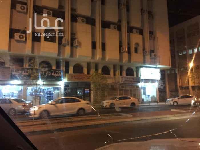 1669109 مكة حي العزيزية  محل تجاري في منطقة تجارية مناسب محلات تصوير ونسخ او خدمات او وجبات سريعة ..... للتواصل 0555504131