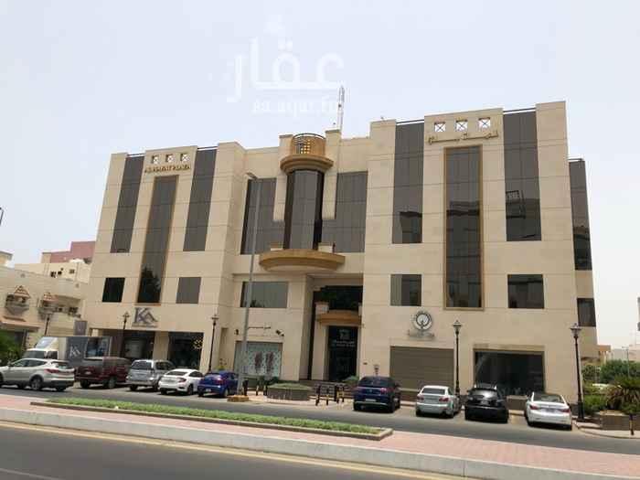 1285521 -(مكتب ٣٠٨): شارع الأمير/ سعود الفيصل• مركز تجاري/إداري (الحياة بلازا)• الدور الثالث• المساحة ١١٨م٢• وضع الوحدة - جيد•  -(المواصفات): ١ مكتب كبير•  ٢ مكتب صغير• ٢ دورات مياة• ١ مطبخ سيرڤس• ١ موقف سيارة خاص ببدروم المركز•  -(ملاحظة): الإيجار يسدد على دفعتين• السعر المعروض لا يشمل ال١٠٪ للتأمين المسترد•   السعر المعروض لا يشمل ال١٠٪ للخدمات والصيانة الدورية• السعر المعروض لا يشمل ال٥٪ لضريبة القيمة المضافة• يحق للمستأجر الجديد إعادة تقسيم المكتب حسب الرغبة• المكتب غير مؤثث•