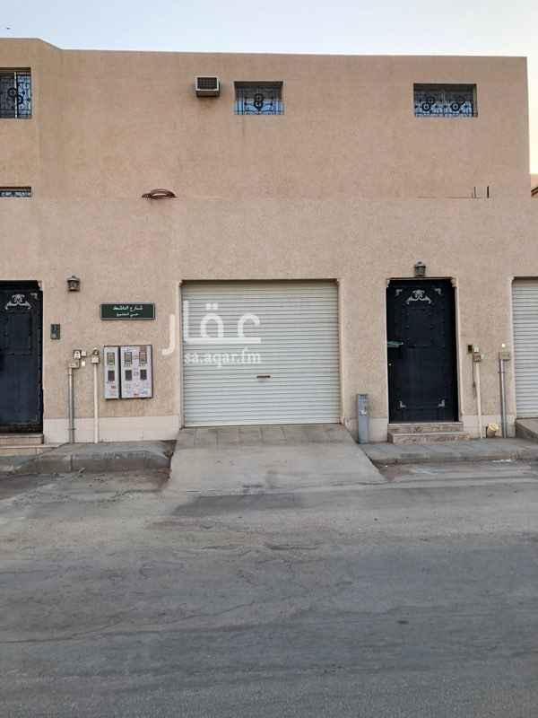 1805241 فيلا تتكون من عدد5غرف وصالة ومدخل سيارة ومطبخ وعدد2حمام و  ارتداد  وكيفات راكبة ومطبخ  ويوجد مستودع