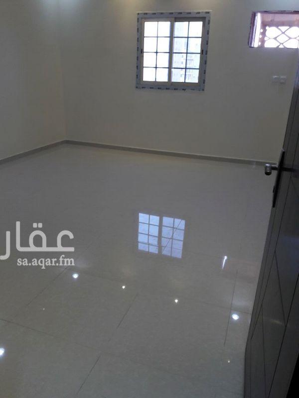 1082918 شقه للايجار حي الريان مخطط السلطان اربع غرف مع صاله واثنين دورات مياه. 0564200444.