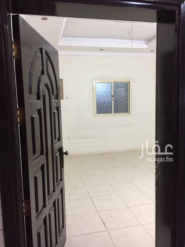 1807547 شقه عائليه من ٤ غرف وصاله ومطبخ ٢ حمام مدخلين الدور الثاني يوجد مصعد وموقف خاص للسياره قابل للتفاوض