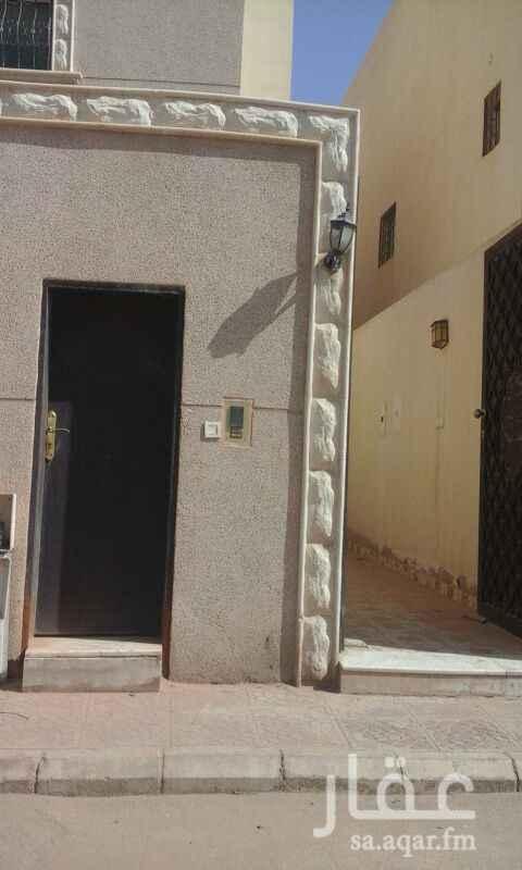 1646639 شقة للايجار الياسمين مربع 18 الدور الثالث معها سطح خاص 3 غرف وصاله و2 حمام وبها 2 مكيف اسبلت  ومطبخ راكب مقابل مسجد قريبة من الخدمات وطريق الملك عبد العزيز  ابو احمد 0555711515