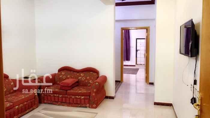 1707593 شقة مكونة من غرفتين نوم وصالة ومطبخ ودورة مياه  مؤثثة و مكيفة ، و يوجد حوش صغير .