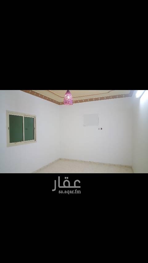 1445098 شقه ٣ غرف وصاله وحمامين  مدخلين  البيت على شارع ٢٠  مجدده بالكامل