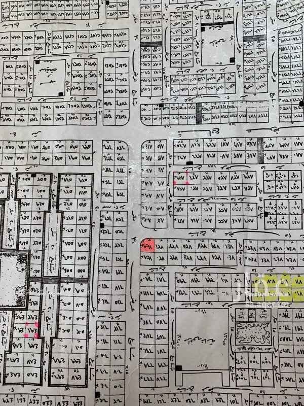 1674869 ارض تجاريه زاويه مساحتها ٩٠٠ شارع ٣٠ شرقي و ٢٥ جنوبي  على السوم