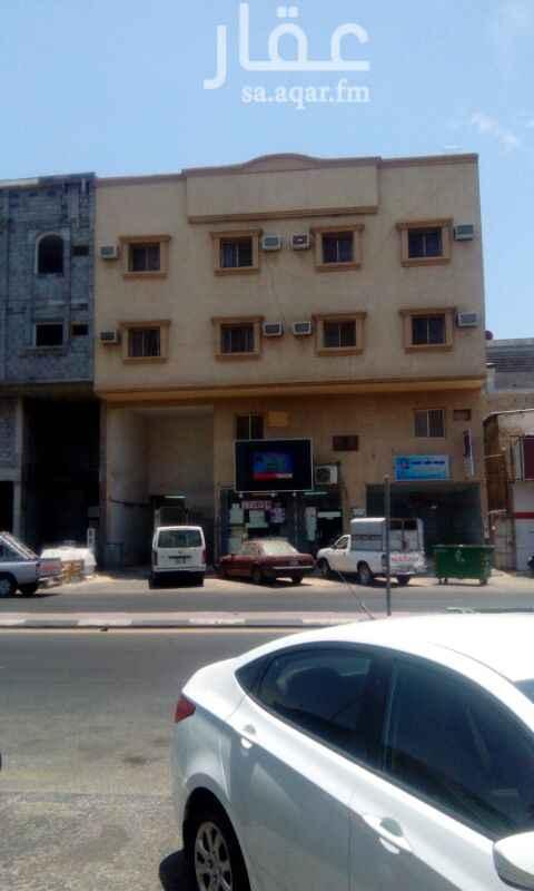 1642336 للإيجار شقق عوائل بالثقبة شارع مكة / 20  غرفتين + صالة + مطبخ + دورتين مياه  الايجار :- 11,000 ريال  للتواصل :- أبو محمد 0555788829