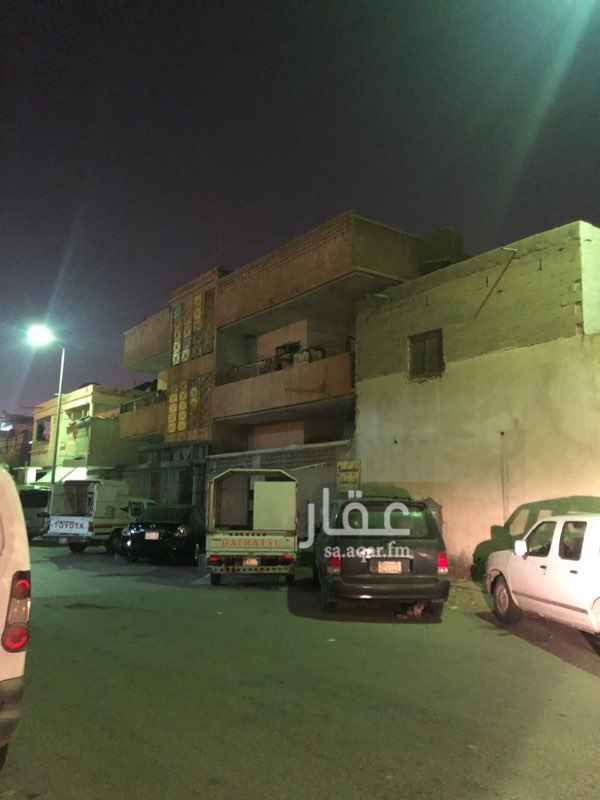 1300766 بيتين في صك واحد البيت الاول دورين شقتين الدور العلوي  البيت الثاني عربي دور ارضي يوجد فيه 8 غرف