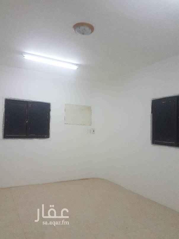 1649926 للايجار شقة في الثقبه ٣غرف وحمامين وصاله ومطبخ الايجار١٦ الف