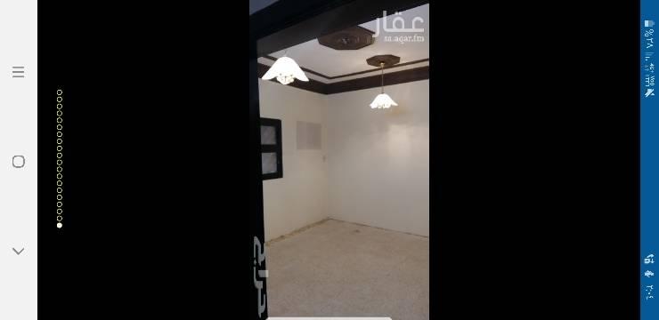 1683741 دور اول بحي الخليج بالقرب من شارع الحسن بن الحسين يتكون من  خمس غرف واسعه صاله كبيره تتوسط البيت دورتين مياة  مطبخ  مستودع عداد كهرباء مستقل