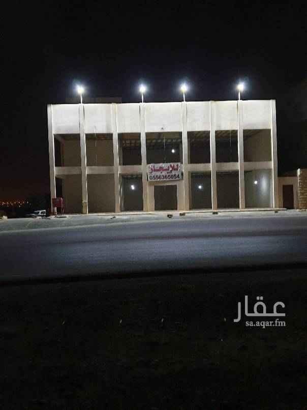 1721375 صالة جديدة للايجار  ميزانين + غرفة مع دورة مياه في السطح بمدخل مستقل  تفتح على شارعين (60م) +(15م) الموقع: في تقاطق طريق المدينة مع شارع عبدالرحمن الداخل.   للاستفسار: 0556365054