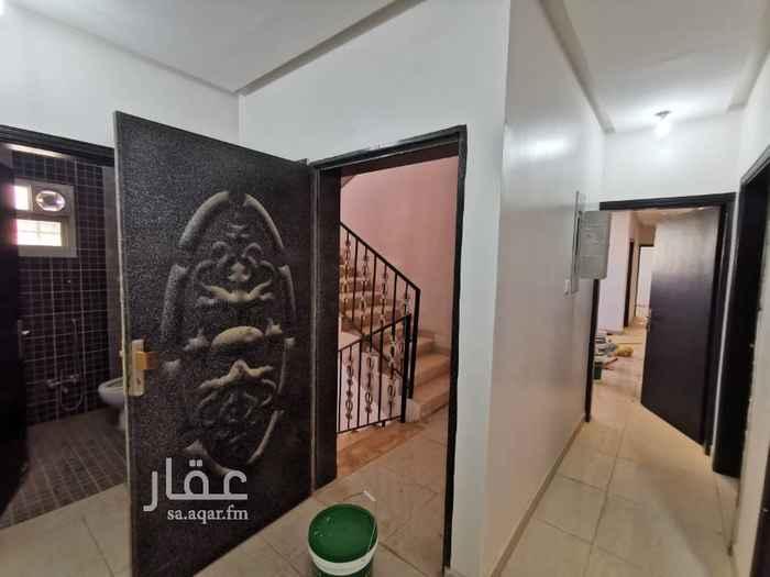 1677888 دور مجدد في الطابق الاول مكون من 5 غرف + صالة + حمامين + مطبخ + مدخلين للدور في فيلا مطلة على ساحة حديقة ومسجد