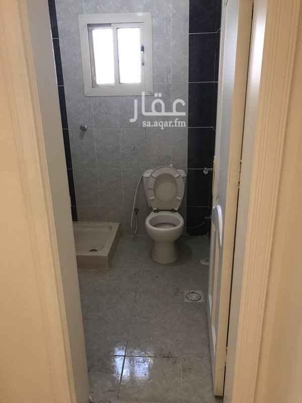 1064253 شقة ثلاث غرف وصاالة ودورتين مياه مدخلين مصعدين في العماره دفعتين قابل التفاوض