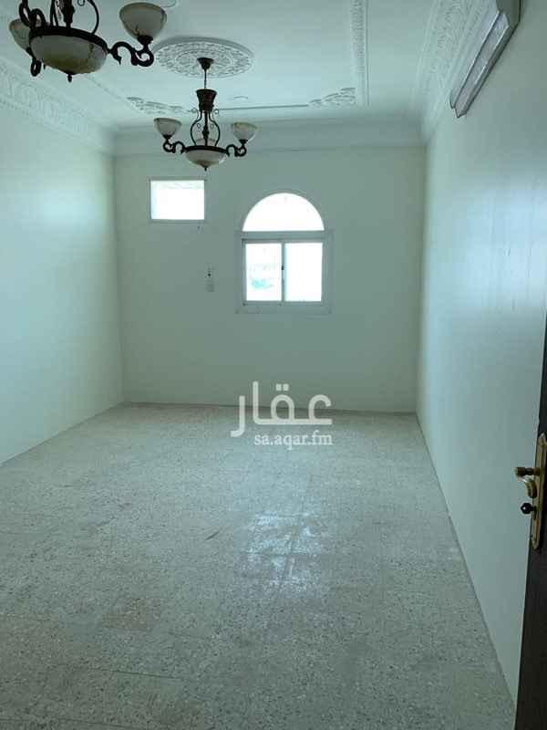 1582770 شقة علوية مجدده بالكامل ويوجد سطح مستقل وبالقرب من المسجد والسوبرماركت بالخلف وشبكة الماء والكهرباء مستقل