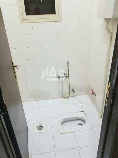 1619464 شقة ثلاثه غرف نوم وصاله  مطبخ راكب قريبه من الخدمات  قريبه من طريق الدمام مدخل خاص