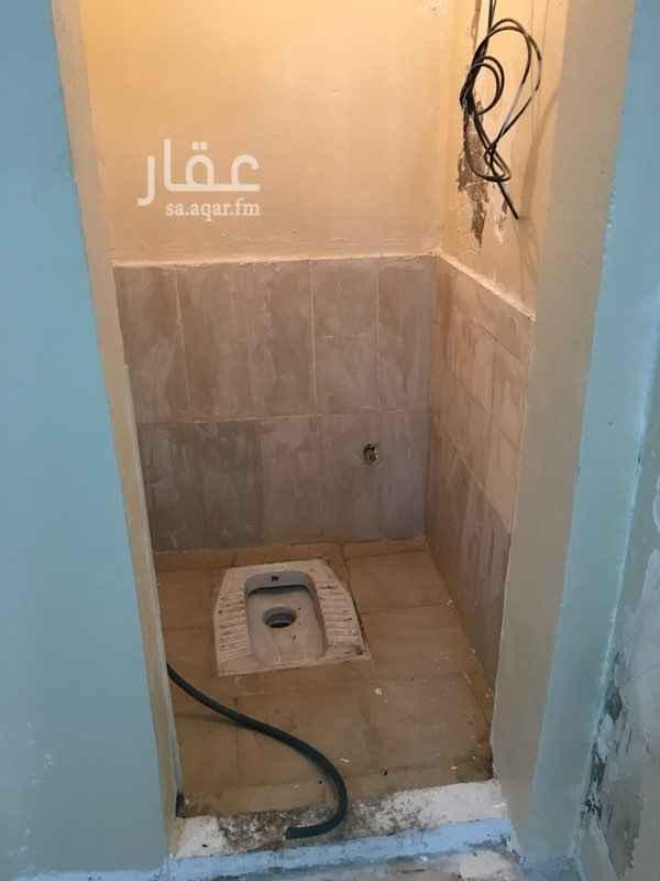 1499469 غرفه عامل   غرفه  حمام   الدفع شهري السعر ٥٠٠ ريال والماء والكهرباء علينا