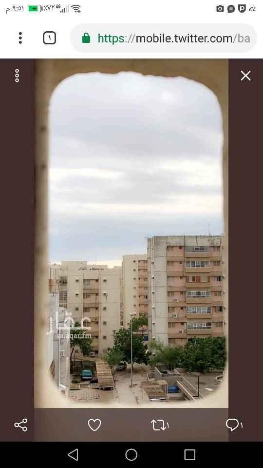 1449087 شقة في الاسكان الجنوبي؛ تتكون من خمس غرف بمنافعها؛ نظيفة ودورات المياة مجددة؛ في الدور الرابع(4) مجموعة( ٦) العماره بها خزانين اضافية؛ تمتاز بتعاون الجيران.