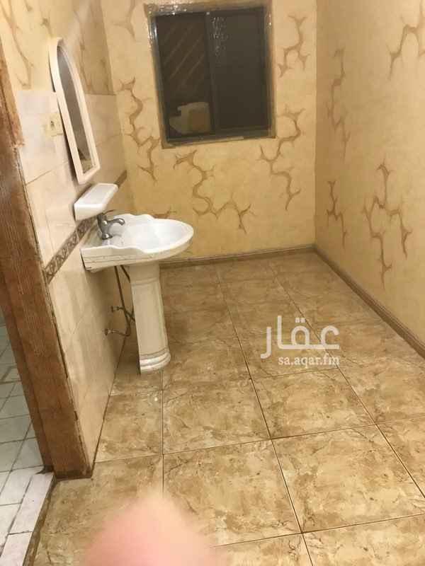 1810542 شقة للايجار رخيصه جدا جميع الخدمات موجوده من مويه وصرف صحي و من مداس ومجمعات