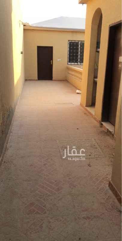 1574217 استراحه في حي الجنادريه الشروق  طريق الدمام ، دكة خارجيه في الحوش + مشب مساحتة ( اربعة في ثمانيه ) + غرفة + مطبخ + حمام  جوال رقم 0557200858