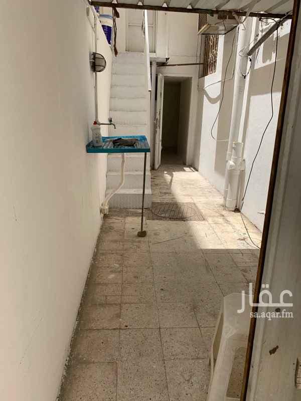 1495857 غرفة سائق للايجار مع حمام ومطبخ  واسعة ومجددة بالكامل مدخل خاص دور ارضي ،، للايجار الشهري شامل الماء والكهرباء